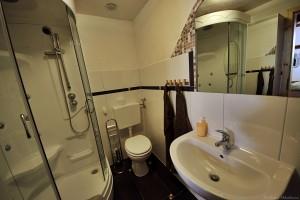 Camera verde Badezimmer